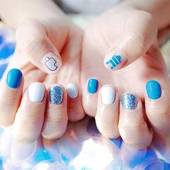 圆形蓝色白色夏天贴纸磨砂短指甲跳色美甲图片
