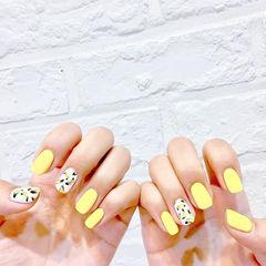 方圆形黄色白色手绘夏天水果香蕉磨砂美甲图片