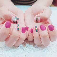 方圆形玫红色绿色Gucci磨砂短指甲美甲图片