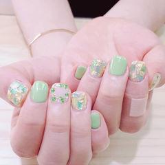 方圆形绿色贝壳片金箔干花短指甲美甲图片
