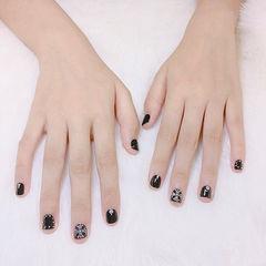 方圆形黑色克罗心韩式短指甲美甲图片