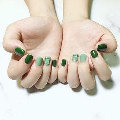 方圆形绿色线条格子短指甲美甲图片