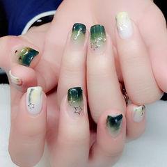 方圆形绿色白色渐变星月美甲图片