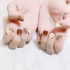 方圆形白色黄色手绘树叶磨砂短指甲美甲图片