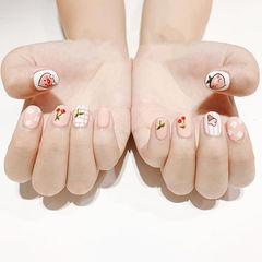 方圆形粉色白色手绘可爱夏天学生美甲图片
