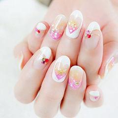 圆形粉色白色手绘心形镂空贝壳片美甲图片
