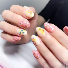 圆形粉色裸色贝壳片金箔干花美甲图片