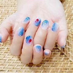 圆形红色蓝色手绘可爱金鱼短指甲美甲图片