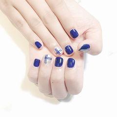 方圆形蓝色银色简约线条短指甲美甲图片