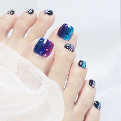 脚部紫色蓝色黑色钻石贴竖形渐变韩式美甲图片