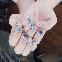 方圆形蓝色金银线平法式亮片短指甲美甲图片