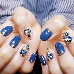 圆形蓝色钻韩式美甲图片