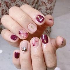 方圆形玫红色裸色手绘晕染钻短指甲美甲图片