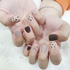 方圆形白色灰色手绘豹纹磨砂短指甲美甲图片