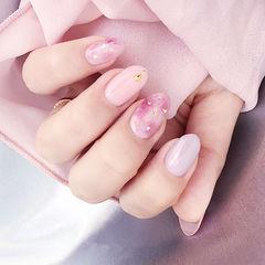 圆形粉色晕染金箔简约上班族美甲图片