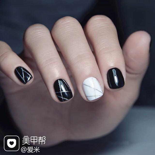 方圆形黑色白色简约线条短指甲美甲图片