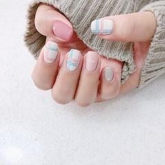 方圆形粉色裸色蓝色线条磨砂美甲图片