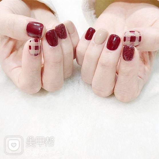 方圆形红色裸色格纹短指甲美甲图片