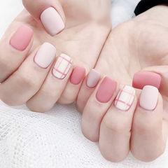 方圆形粉色裸色线条磨砂美甲图片