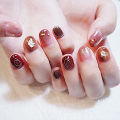 圆形红色粉色晕染贝壳片金箔短指甲美甲图片