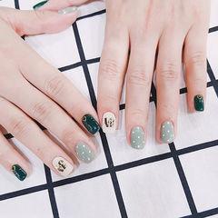 绿色白色波点方圆形美甲图片