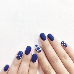 圆形蓝色格纹波点磨砂美甲图片