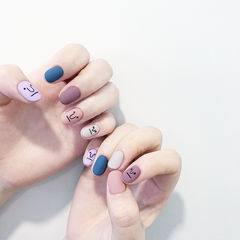 圆形红色蓝色裸色紫色手绘可爱表情韩式磨砂跳色美甲图片