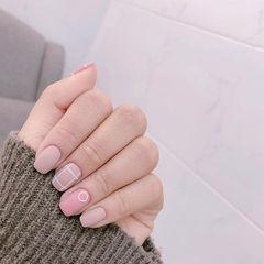 方圆形粉色裸色磨砂线条美甲图片