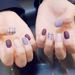 圆形紫色裸色格纹磨砂美甲图片