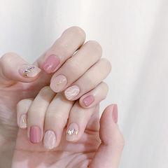 方圆形粉色裸色钻手绘晕染石纹美甲图片