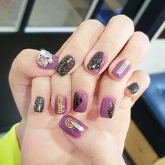 方圆形紫色黑色钻韩式美甲图片