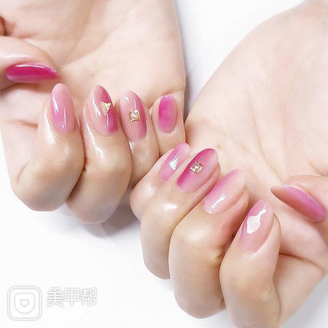 圆形粉色裸色竖形渐变美甲图片