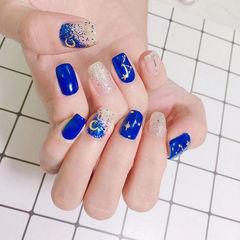 方圆形蓝色闪粉星月美甲图片