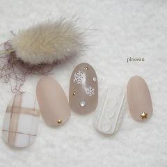 圆形裸色白色磨砂毛衣纹格纹雪花美甲图片