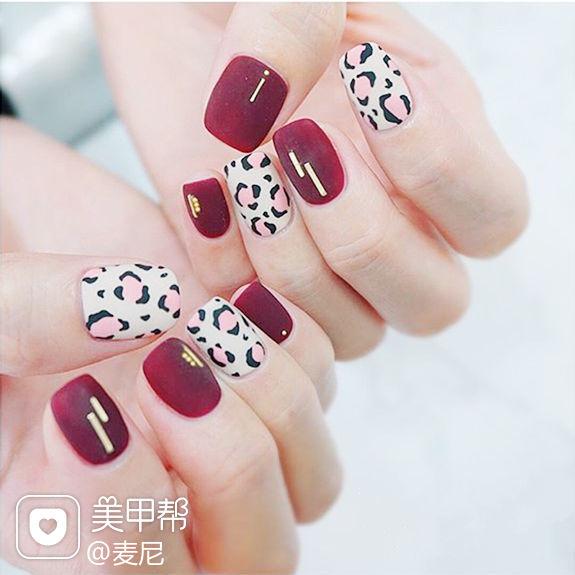 方圆形红色白色粉色手绘豹纹磨砂美甲图片