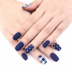 方圆形蓝色波点格纹磨砂美甲图片