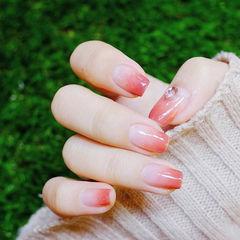 方圆形粉色渐变钻简约上班族新娘本周收藏量最高美甲图片
