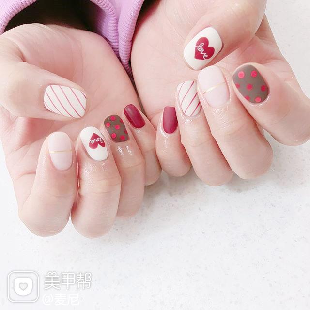 方圆形红色白色心形斜纹波点磨砂美甲图片