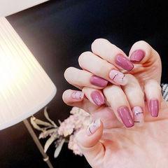 方圆形粉色线条简约美甲图片