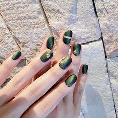 圆形绿色猫眼磨砂铆钉美甲图片
