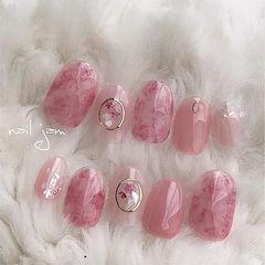 圆形粉色晕染干花日式上班族美甲图片