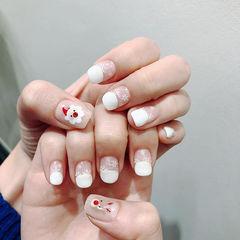 方圆形白色手绘圣诞圆法式美甲图片