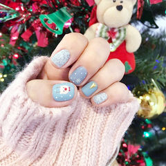 方圆形蓝色手绘可爱圣诞磨砂美甲图片