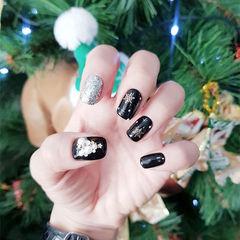 方圆形黑色银色钻雪花圣诞美甲图片