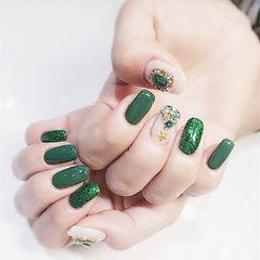 方圆形绿色白色钻圣诞美甲图片
