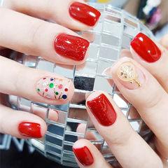 方圆形红色亮片圣诞美甲图片