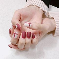方圆形红色白色线条磨砂美甲图片