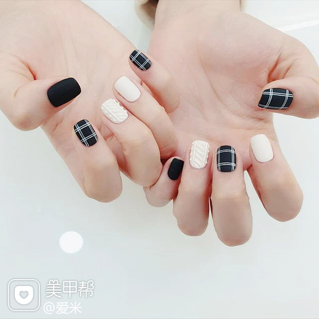 方圆形黑色白色格子毛衣纹磨砂美甲图片