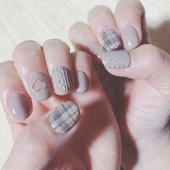 圆形灰色手绘格纹毛衣纹美甲图片