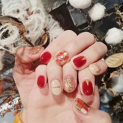 圆形红色裸色金银线贝壳片新娘美甲图片
